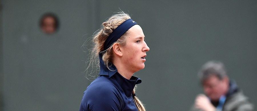 """Białorusinka Wiktoria Azarenka nie wystąpi w rozpoczynającym się w poniedziałek wielkoszlemowym Wimbledonie - poinformowali organizatorzy. Przyczyną absencji tenisistki, która miała być rozstawiona w turnieju w Londynie z """"szóstką"""", jest kontuzja kolana."""