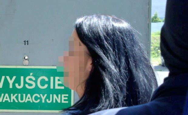 Zamieszanie z przesłuchaniem w Katowicach byłej prokurator Anny H. Przez kilka godzin jej obrońca nie miał z nią żadnego kontaktu. W tym czasie podejrzana miała przejść badania lekarskie, ale obrońcy nie udostępniano opinii w tej sprawie. Udało się to dopiero po kilku godzinach.