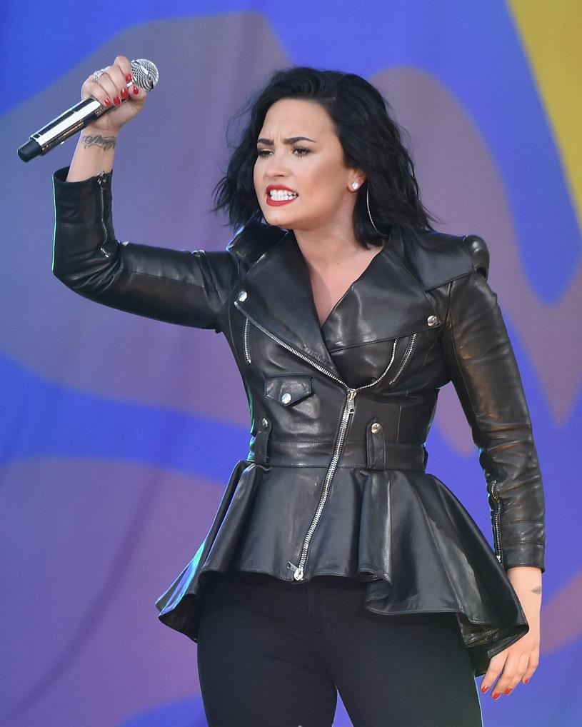 Piosenkarka Demi Lovato oskarżyła Amerykanów o to, że bardziej interesują się plotkami, niż ważnymi problemami na świecie.
