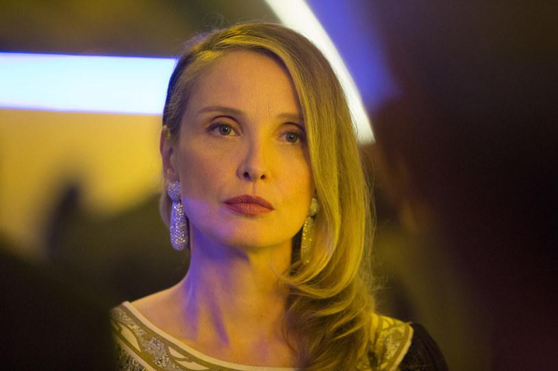 """Po sukcesach """"2 dni w Paryżu"""" i """"2 dni w Nowym Jorku"""" nominowana do Oscara Julie Delpy ponownie staje za kamerą, aby rozbawić widzów w swojej najnowszej komedii - """"Lolo"""". To opowieść o kobiecie, która przeżywa drugą młodość u boku nowego partera. Szczęścia matki nie może znieść jej nastoletni syn, tytułowy Lolo."""