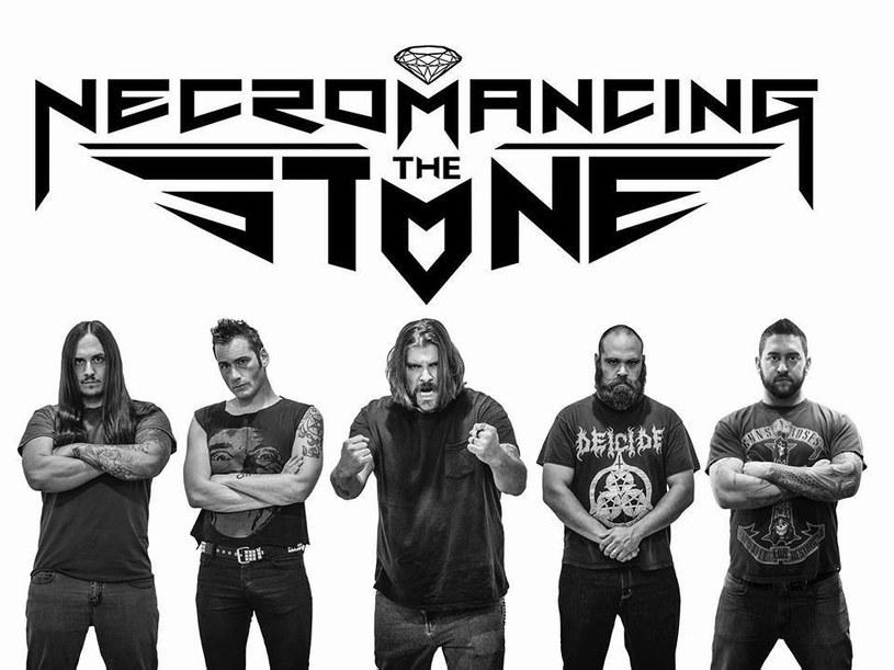"""""""Jewel Of The Vile"""" - to tytuł debiutanckiego albumu amerykańskiej grupy Necromancing The Stone."""