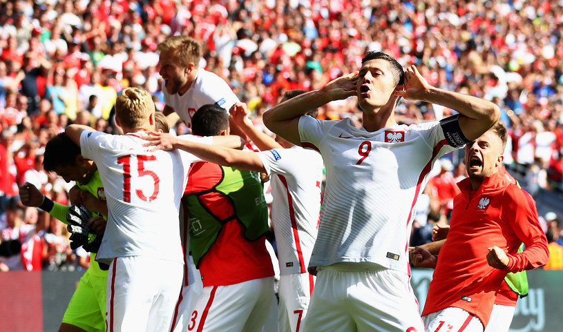 Niemal 12 mln osób oglądało sobotni mecz 1/8 finału Euro 2016 Polska - Szwajcaria. Spotkanie śledziło aż 85,8 proc. osób oglądających wtedy telewizję.
