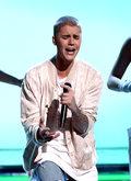 Justin Bieber śpiewa piosenki Taylor Swift