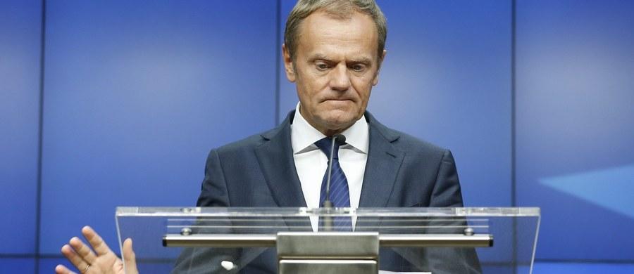 """Przewodniczący Rady Europejskiej Donald Tusk odrzucił oskarżenia, jakoby odegrał """"ponurą rolę"""" w negocjacjach z Wielką Brytanią przed referendum w sprawie Brexitu i ponosi bezpośrednią odpowiedzialność za jego wynik. """"Jeśli - według pana Kaczyńskiego - odegrałem """"ponurą rolę"""" w tych negocjacjach, to ta sama definicja dotyczy rządu pani Beaty Szydło"""" - mówił były premier."""