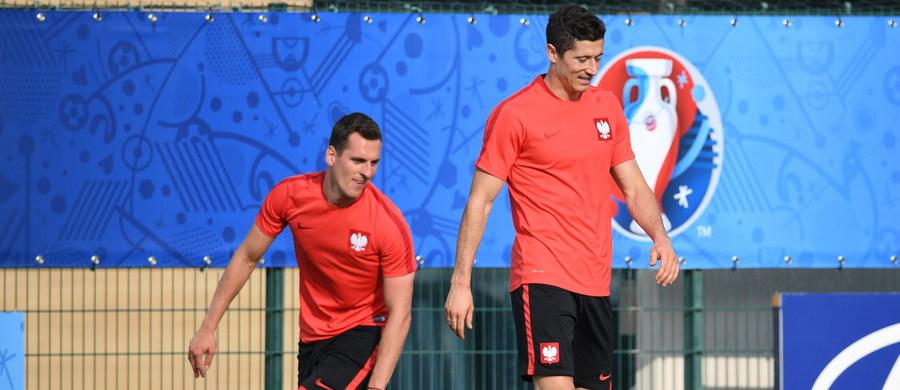 """Tadeusz Fogiel, mieszkający na stałe we Francji menedżer piłkarski, powiedział, że w meczu z Portugalią w ćwierćfinale Euro 2016 oczekuje skuteczności od Roberta Lewandowskiego i Arkadiusza Milika. """"Postawa obu to dla mnie zagadka"""" - przyznał."""