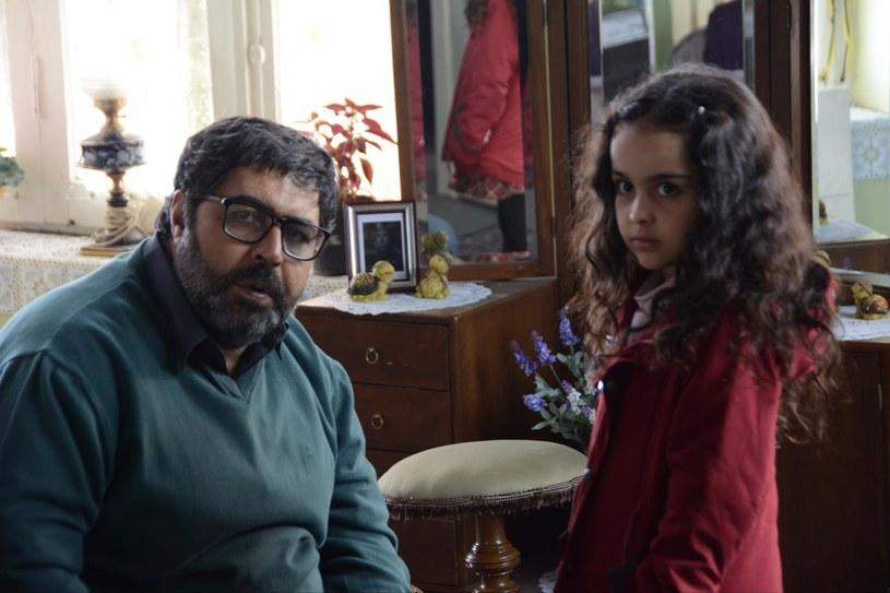 """Irański film """"Córka"""" (""""Dokhtar"""") w reżyserii Rezy Mirkarimiego otrzymał w czwartek, 30 czerwca, główną nagrodę, statuetkę Złotego św. Jerzego, na 38. Międzynarodowym Festiwalu Filmowym w Moskwie. Grający w tym filmie Farhad Aslani został nagrodzony za najlepszą rolę męską. Za najlepszą aktorkę festiwalowe jury uznało Therese Malvar, która zagrała w filipińskim filmie """"Mgła"""" (""""Hamog"""") w reżyserii Ralstona Jovera."""
