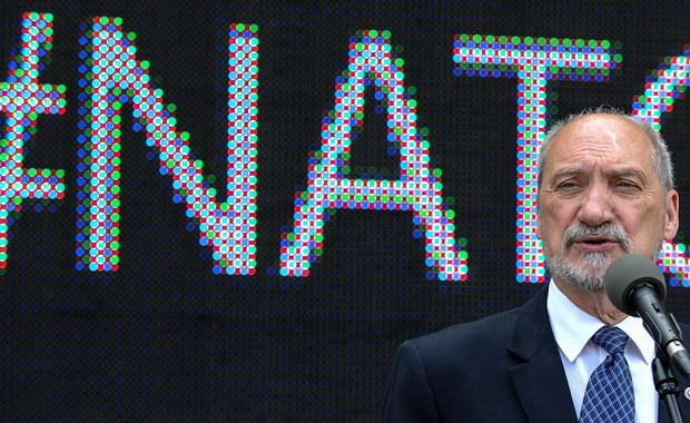 """Za tydzień szef NATO Jens Stoltenberg ma ogłosić w Warszawie szczegóły wojskowego wzmocnienia wschodniej flanki Sojuszu - poinformował na konferencji prasowej szef MON Antoni Macierewicz. 8 i 9 lipca w Warszawie odbędzie się szczyt NATO, o którym Macierewicz mówił: """"Jesteśmy przekonani, że ten szczyt ustabilizuje sytuację zarówno na wschodzie, jak i na południu""""."""