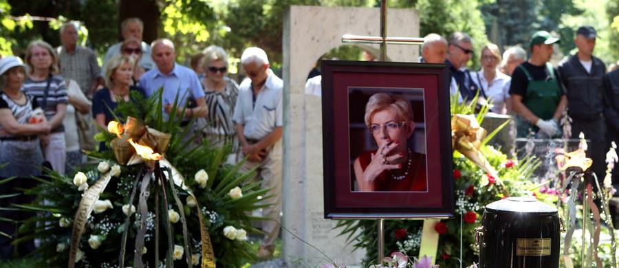 Uroczystości pogrzebowe Janiny Paradowskiej - dziennikarki i publicystki - odbyły się w sobotę w Krakowie. Po mszy urna z jej prochami została złożona w grobowcu w Alei Zasłużonych Cmentarza Rakowickiego. Paradowska zmarła w nocy z wtorku na środę. Miała 74 lata.