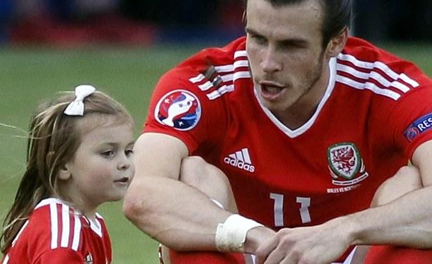 Organizatorzy mistrzostw Europy we Francji poprosili piłkarzy, aby ci nie wprowadzali po meczu swoich dzieci na murawę stadionu. Ich obecność na płycie boiska była szczególnie widoczna po zwycięstwach reprezentacji Walii nad Irlandią Północną oraz Belgią.