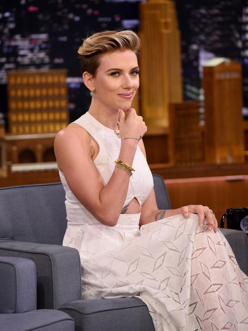 W niedawno ogłoszonym rankingu najbardziej dochodowych ludzi kina czołowe miejsce wśród aktorek zajęła Scarlett Johansson. Gwiazdę cieszy to wyróżnienie, ale ubolewa nad tym, że w zestawieniu znalazło się tak mało kobiet.
