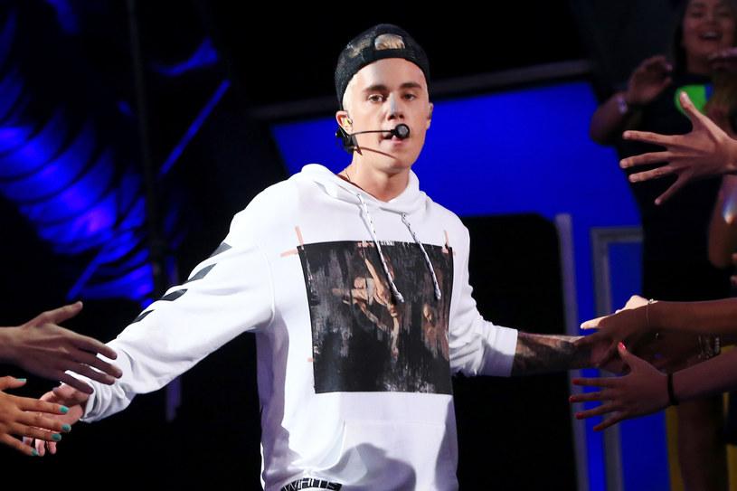 Kanadyjski wokalistka postanowił stworzyć własną wersję kontrowersyjnego teledysku rapera.