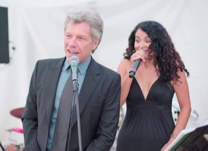 Gwiazdor uświetnił imprezę pary młodej, mimo iż początkowo nie miał w planach zaśpiewać swojego przeboju.