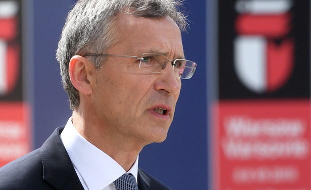 Przywódcy państw NATO podjęli decyzję o wzmocnieniu wschodniej flanki Sojuszu poprzez rozmieszczenie czterech batalionów liczących około 1000 żołnierzy w Polsce i krajach bałtyckich - poinformował sekretarz generalny NATO Jens Stoltenberg. W trakcie pierwszej sesji obradującego w Warszawie szczytu Sojuszu potwierdzono też wzmocnienie obecności w południowo-wschodniej części NATO, ogłoszono wstępną gotowość operacyjną tarczy antyrakietowej, a także uznano cyberprzestrzeń za nową sferę działań operacyjnych.