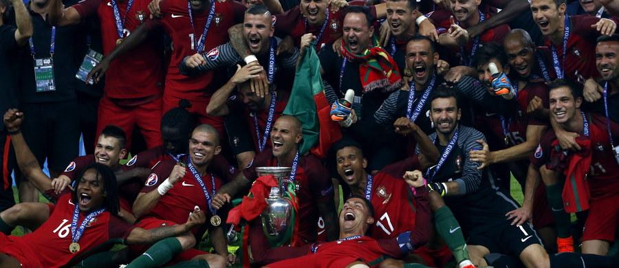 Portugalskie media twierdzą, że zwycięstwo w piłkarskich mistrzostwach Europy ekipy Fernando Santosa dowodzi, że drużyna z Półwyspu Iberyjskiego jest światową potęgą. Twierdzą, że kolejnym krokiem Portugalczyków będzie próba udowodnienia prymatu na mundialu w Rosji.