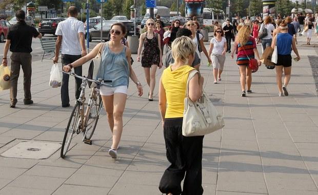 Pod względem liczby ludności Polska jest na 6. miejscu w UE i 34. na świecie. Na koniec grudnia 2015 r. było nas 38 mln 437 tys. - podał Główny Urząd Statystyczny.