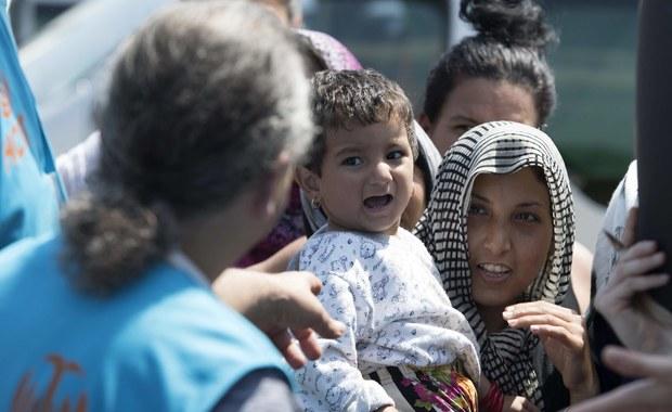 Uszczelnienie granic Unii Europejskiej i zmiana formy pomocy uchodźcom z Azji i Afryki - to główne postulaty ministrów spraw wewnętrznych Grupy Wyszehradzkiej. W Warszawie spotkali się dziś szefowie resortów Polski, Węgier, Czech i Słowacji.