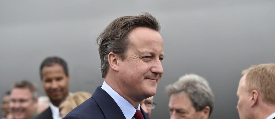 Brytyjski premier David Cameron zapowiedział w poniedziałek, że w środę złoży dymisję. Wyraził też całkowite poparcie dla obecnej minister spraw wewnętrznych Theresy May, która ma być jego następczynią na stanowisku szefa rządu i lidera Partii Konserwatywnej.