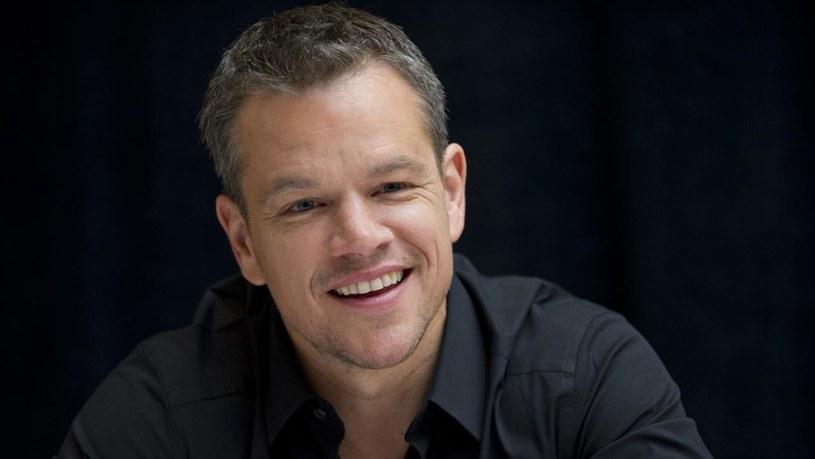 """Gwiazda serii filmów o Jasonie Bournie, Matt Damon, wyznał, że zgodziłby się zagrać superbohatera, gdyby produkcję, na potrzeby której włożył kostium, reżyserował jego przyjaciel, Ben Affleck. """"Jeśli Ben stanąłby za sterami, wskoczyłbym w strój bohatera w minutę"""" - zadeklarował Damon."""