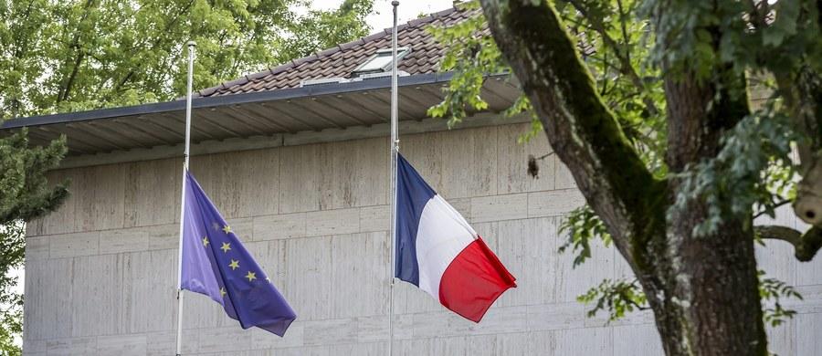 Ranek obudził nas informacją o zamachu w Nicei. Wkurzony na świat Tunezyjczyk-obywatel Republiki Francuskiej wjechał ciężarówką w tłum radośnie świętujących kolejna rocznicę zburzenia Bastylii. Jak znam życie, spora część oburzy się na Arabów (Murzynów, Żółtych itd.), inni dopatrzą się w tym islamu, jeszcze inni państwa ISIS.  Kiedy to piszę jeszcze nie wiem, co odkryje policja. Moim zdaniem uprawnione jest myślenie w innym kierunku.