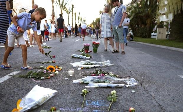 Francuska policja aresztowała w niedzielę rano dwie osoby - mężczyznę i kobietę - podejrzanych o związki z czwartkowym zamachem w Nicei. W ataku tunezyjskiego terrorysty zginęły 84 osoby (w tym dwie Polki), a ponad 200 zostało rannych.