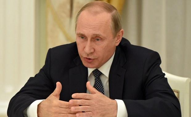 Prezydent Rosji Władimir Putin życzył w niedzielę w rozmowie telefonicznej prezydentowi Turcji Recepowi Tayyipowi Erdoganowi szybkiego powrotu stabilności po próbie przewrotu wojskowego w tym kraju, do którego doszło w nocy z piątku na sobotę.