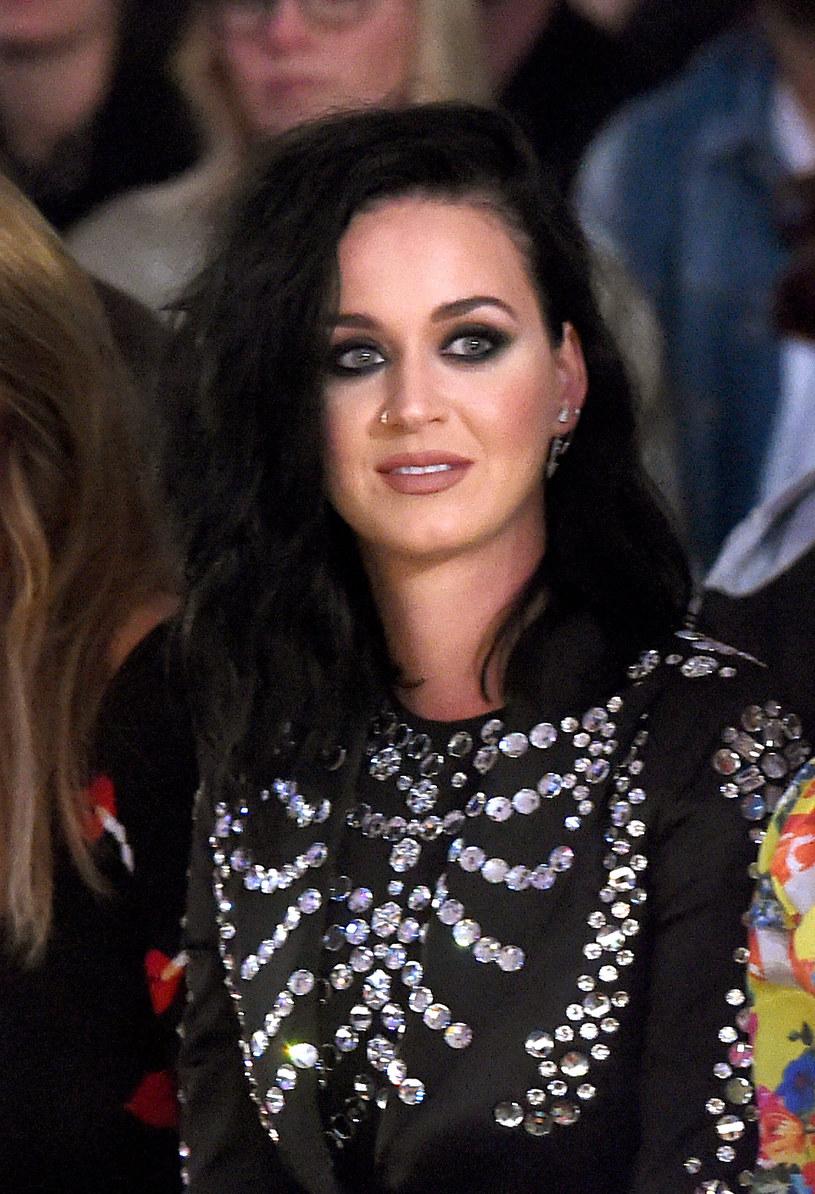 """Po trzech latach przerwy nową piosenkę opublikowała Katy Perry. Zobaczcie teledysk """"Rise""""."""