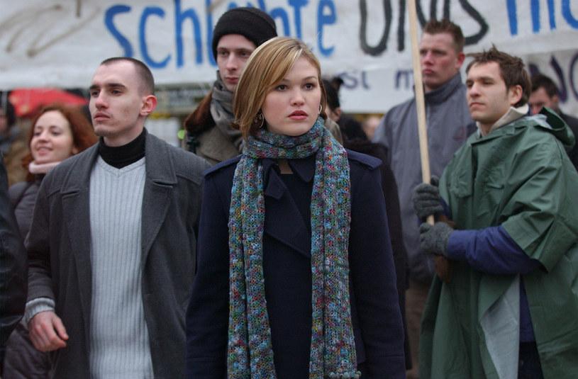 """Julia Stiles, występująca w filmach o Jasonie Bournie w roli Nicky Parsons, wyznała, że najnowsza część serii wywołała w niej wielkie emocje. """"Czuję ciarki, gdy myślę o scenach protestu, w których grałam"""" - zdradziła brytyjskiemu magazynowi """"The Telegraph"""" amerykańska aktorka."""