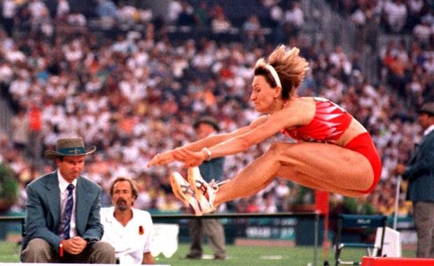 W wieku 53 lat zmarła w Warszawie, po długiej i ciężkiej chorobie, Agata Karczmarek, gimnastyczka i lekkoatletka, rekordzistka Polski w skoku w dal (6,97 - 1988), czterokrotna olimpijka, brązowa medalistka halowych mistrzostw świata (Paryż 1997).
