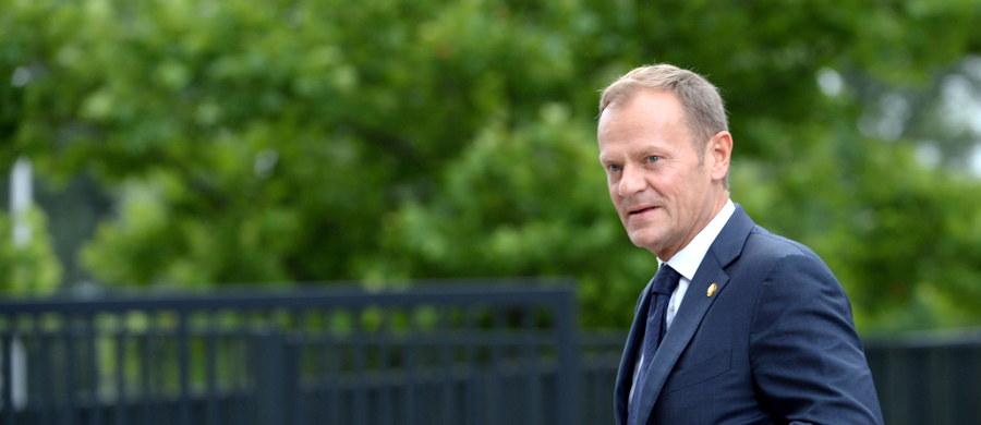 """Przewodniczący Rady Europejskiej Donald Tusk powiedział brytyjskiej premier Theresie May, że UE chce """"aksamitnego rozwodu"""" z Wielką Brytanią po referendum, w którym Brytyjczycy zdecydowali o wyjściu z Unii."""
