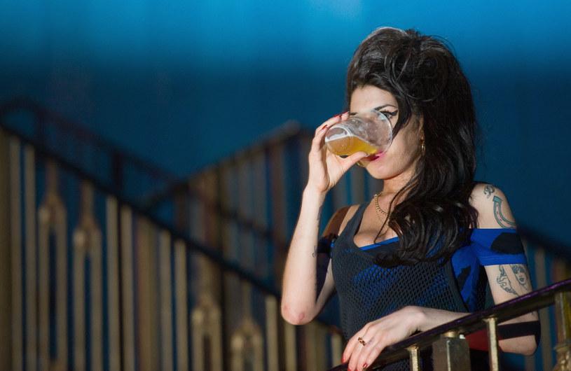 """Z okazji 5. rocznicy śmierci Amy Winehouse przypominamy historię jej największego przeboju - """"Rehab""""."""