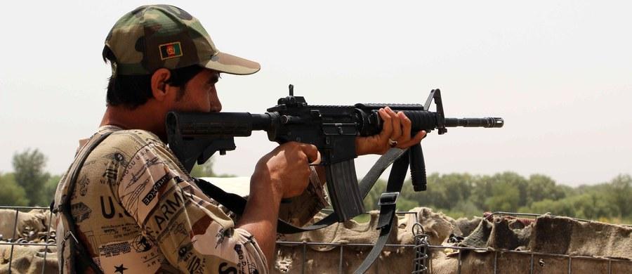 """Doradca szefów afgańskich służb bezpieczeństwa ogłosił, że rząd w Kabulu jest gotowy na negocjacje z talibami, jeśli tylko terroryści zdecydują się wybrać """"pokojową ścieżkę""""."""