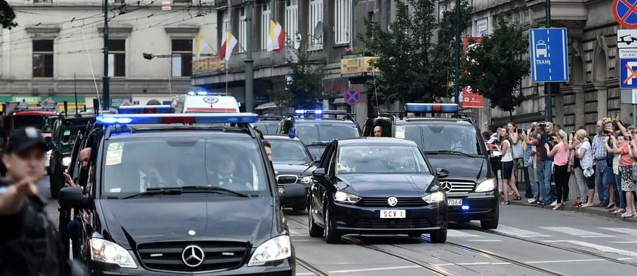 Po przejeździe kolumny papieskiej z Krakowa do Częstochowy, w czwartek rano ponownie otwarto zamknięte na ten czas odcinki autostrad A4, S1 i DK1. Według pierwotnych planów papież Franciszek miał przylecieć do Częstochowy śmigłowcem. Ostatecznie jednak udał się na Jasną Górę samochodem.