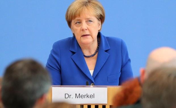 """Kanclerz Niemiec Angela Merkel przedstawiła w odpowiedzi na serię zajść i zamachów o częściowo islamistycznym podłożu 9-punktowy plan walki z terroryzmem, którego celem jest zapewnienie obywatelom bezpieczeństwa. """"Będziemy działać wszędzie tam, gdzie istnieją jakieś luki"""" - zapowiedziała. """"Zamachy są dla Niemiec testem"""" - dodała szefowa rządu. Jej zdaniem Niemcy zdadzą ten egzamin."""