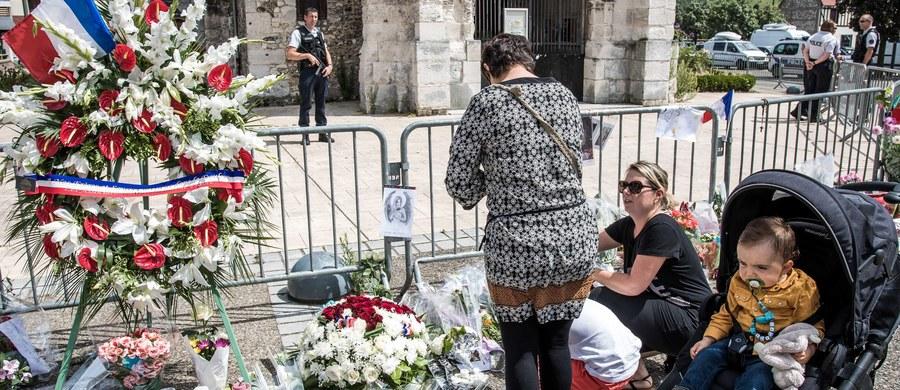 Francuska Rada Kultu Muzułmańskiego wezwała imamów i wszystkich wiernych, by w najbliższą niedzielę udali się do kościoła w pobliżu miejsca zamieszkania, by wziąć udział we mszy. Ma to być wyraz solidarności po zabiciu przez dżihadystów księdza.