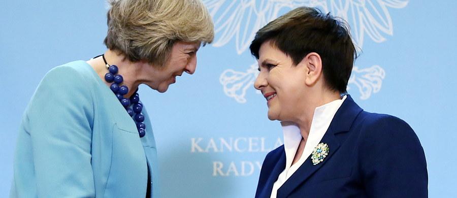 Po Brexicie sytuacja obywateli UE mieszkających na Wyspach będzie uregulowana na zasadzie wzajemności, będzie ona dokładnie taka jak Brytyjczyków mieszkających w Unii - powiedziała premier Beata Szydło po spotkaniu z szefową brytyjskiego rządu Theresą May. Brytyjska premier przyjechała w czwartek z jednodniową wizytą do Warszawy.