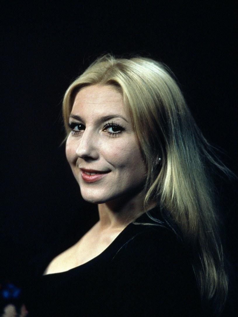 Dlaczego została aktorką? Bo kiepsko malowała... Tak Emilia Krakowska tłumaczy wybór życiowej drogi.