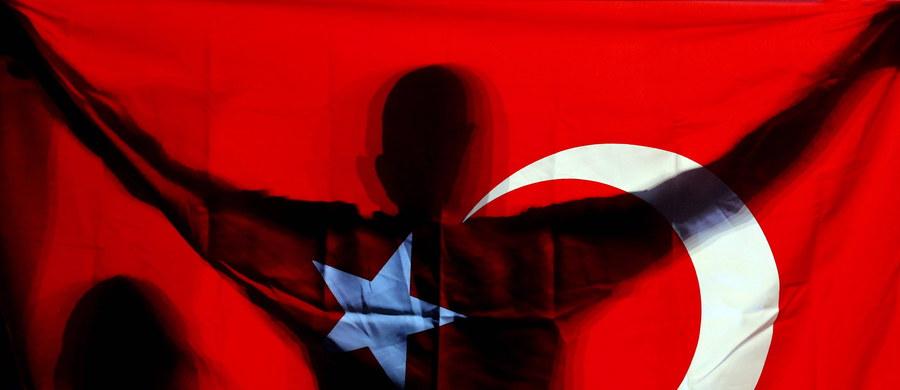 Ruch islamskiego kleryka Fethullaha Gulena został założony przez siły specjalne Stanów Zjednoczonych - utrzymuje turecki prokurator. Władze w Ankarze oskarżają Gulena o zorganizowanie nieudanego zamachu stanu 15 lipca.