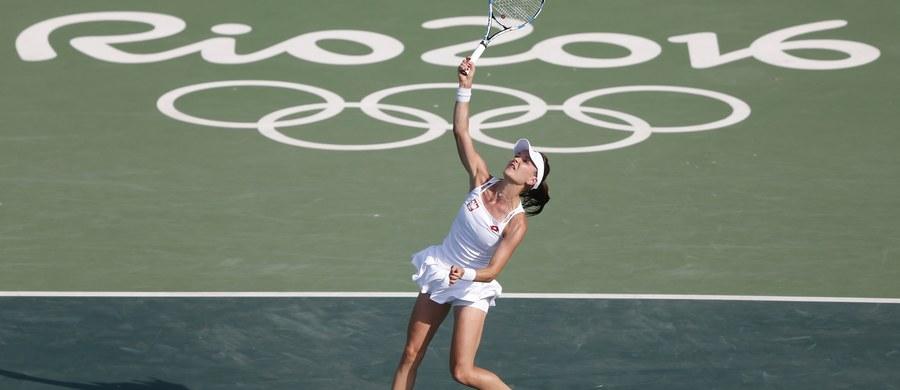 """Długa podróż, zmęczenie, przeziębienie - te powody wymieniła Agnieszka Radwańska jako jedne z przyczyn swojej porażki w pierwszej rundzie tenisowego turnieju olimpijskiego w Rio de Janeiro. """"Nie lubię się tłumaczyć, ale wiele rzeczy złożyło się na przegraną"""" – zaznaczyła."""