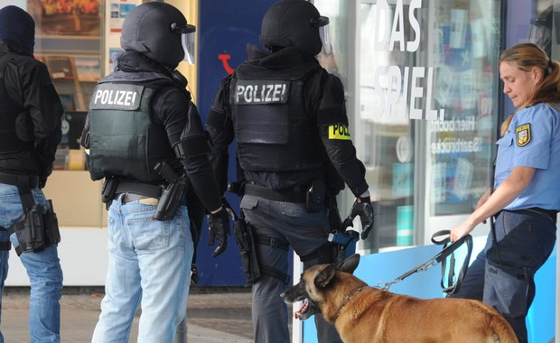 Policja szturmem dostała się do restauracji w Saarbruecken na zachodzie Niemiec, w której przed południem zabarykadował się mężczyzna. Okazało się, że 43-latek... spał.