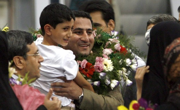"""W Iranie stracono fizyka jądrowego, który w 2011 roku został zatrzymany i skazany przez sąd za zdradę. Szahram Amiri miał dostarczyć USA ważnych informacji. Irańskie władze sądownicze tłumaczyły, że Amiri """"dostarczył wrogowi kluczowych informacji na temat państwa""""."""