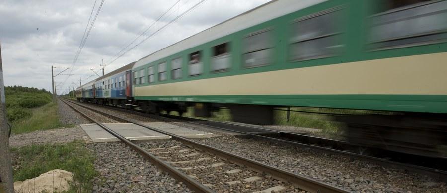 Tragiczny wypadek na torach w Hartowcu koło Działdowa w Warmińsko-Mazurskiem. Pociąg śmiertelnie potrącił tam mężczyznę.