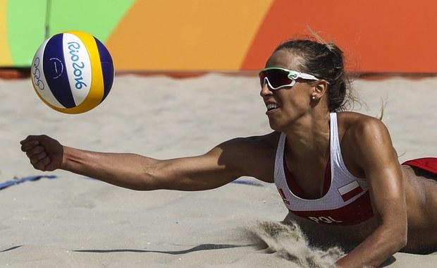 Siatkarki plażowe Monika Brzostek i Kinga Kołosińska (obie AZS UMCS TPS Lublin) od zwycięstwa rozpoczęły występ w grupie A turnieju olimpijskiego w Rio de Janeiro. Polki pokonały Amerykanki Lauren Fendrick i Brooke Sweat 2:1 (14:21, 21:13, 15:7).