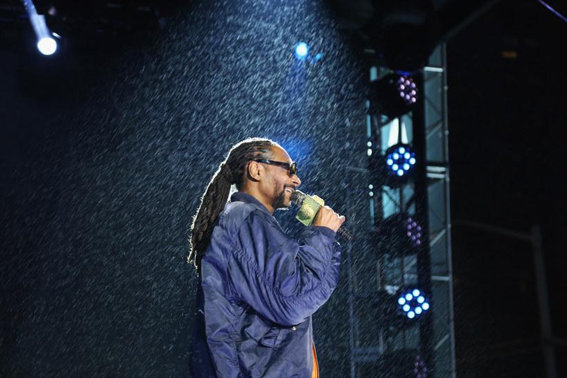 Ponad 40 osób zostało rannych podczas piątkowego (5 sierpnia) koncertu Snoop Dogga i Wiz Khalify w New Jersey, gdy runęły barierki oddzielające scenę od publiczności.