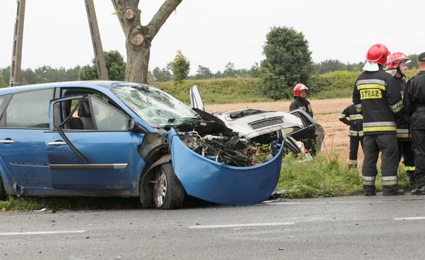 Do zderzenia dwóch samochodów doszło w miejscowości Marwice w powiecie gorzowskim w województwie lubuskim. W wypadku zginęły dwie osoby, a osiem zostało rannych.