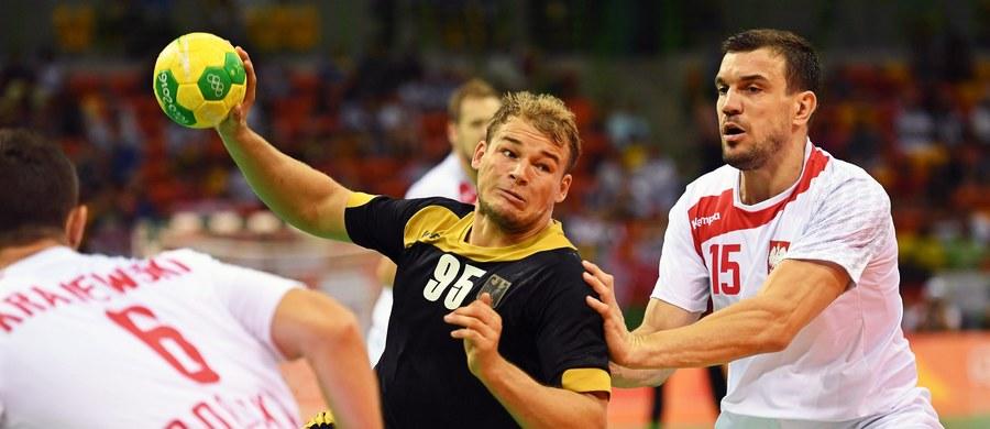 Polska przegrała z Niemcami 29:32 (14:16) w swoim drugim meczu grupy B turnieju olimpijskiego piłkarzy ręcznych w Rio de Janeiro. W pierwszym spotkaniu biało-czerwoni ulegli ekipie gospodarzy 32:34. Kolejnym rywalem biało-czerwonych będzie w czwartek Egipt, a następnie Szwecja i Słowenia.