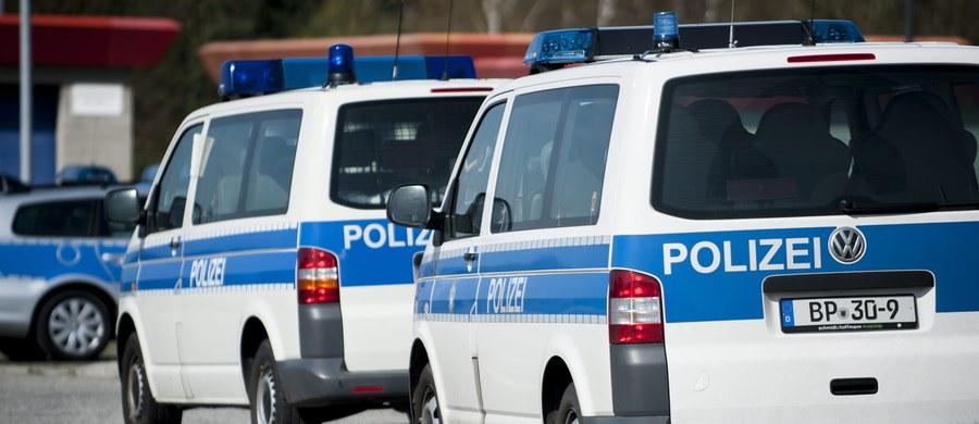 """Niemieckie służby zatrzymały wysoko postawionego oficera Państwa Islamskiego w mieście Mutterstadt, na zachodzie Niemiec - donosi dziennik """"Bild"""". W tym samym mieście w piątek zatrzymano także 24-letniego uchodźcę z Syrii, który miał planować atak terrorystyczny."""