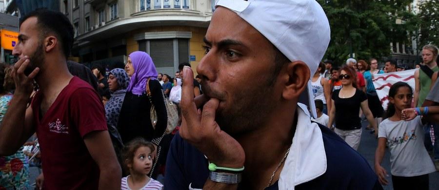 Setki migrantów koczują na ulicach w Rzymie i Mediolanie, przy stacji kolejowej w Como i na skałach w mieście Ventimiglia przy granicy z Francją. Władze szukają rozwiązania tego problemu i miejsc dla ludzi śpiących pod gołym niebem.