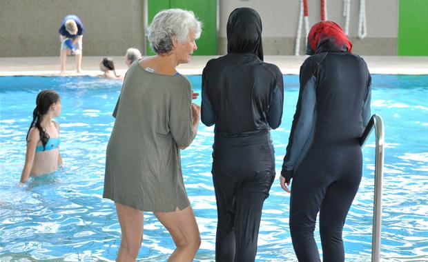 Islamski dzień w wielkim wodnym parku atrakcji na Francuskiej Riwierze został zakazany. Władze lokalne zabroniły organizowania imprezy, na którą wpuszczane miały być tylko kobiety w burkini – zakrywającym prawie cale ciało islamskim stroju kąpielowym.