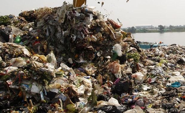 Sześć osób zatruło się nieznaną substancją w sortowni śmieci w Sosnowcu. Poszkodowani trafili do szpitala. Są w dobrym stanie. Informację o zdarzeniu dostaliśmy na Gorącą Linię RMF FM.