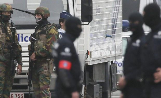 Belgijskie władze w nocy z czwartku na piątek zatrzymały trzy osoby po serii przeszukań w mieszkaniach w Brukseli - podała belgijska prokuratura. Zatrzymani mają zostać przesłuchani w ramach śledztwa w sprawie działalności terrorystycznej.